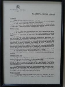 Sobre la manifestación de los libros. Expuesto a la vista de todos en un registro cualquiera de Sevilla. Diciembre de 2013.