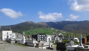 El cementerio de la parroquia de Carcedo, concejo de Valdés, un día de abril de 2015.